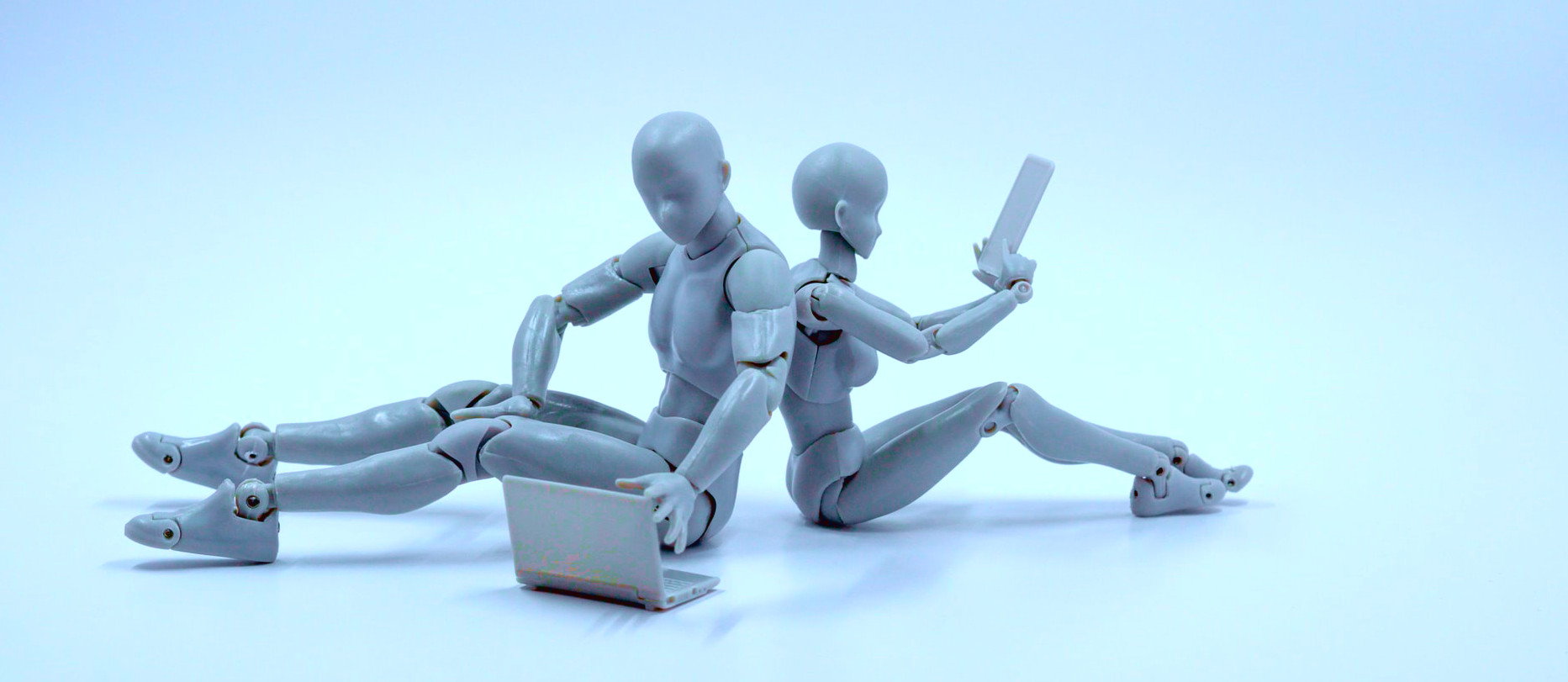 Two robots reading and writing